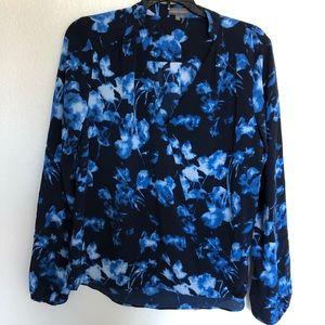 Vince camuto blue floral wrap top medium